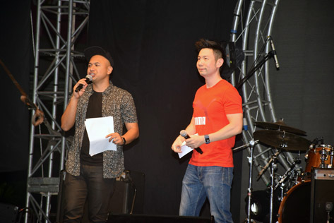 Hosts Ben and Hafiz entertains the crowd with their comedic talents