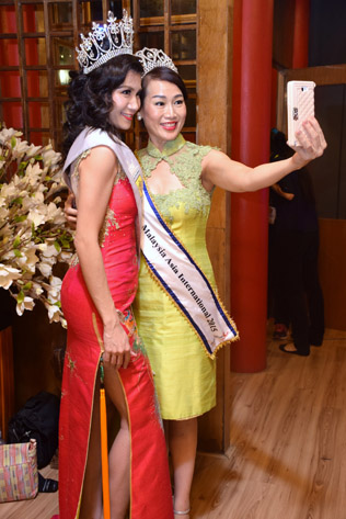 Mrs Borneo World 2015 June Yap (left) and Classic Mrs Malaysia Asia Intl 2015 Joanne Lou (right)