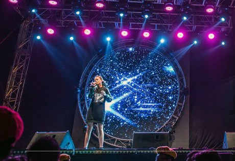 Suki Low charms the audience with her powerful vocals and charismatic presence