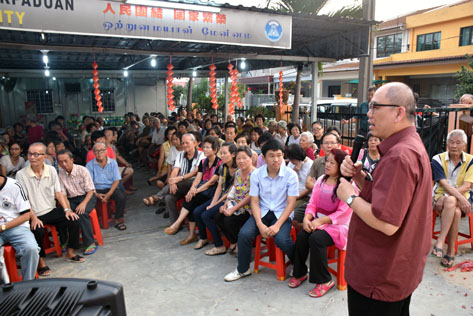 Lau Weng San wishing the residents a Happy Chinese New Year at CNY Satay Party in Sea Park PJ