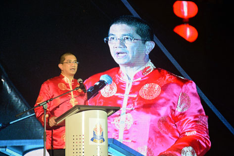 Azmin Ali delivers  his CNY greeting to visitors