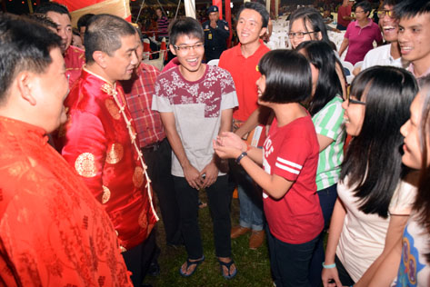 Azmin Ali sharing a light moment with guests at the state level CNY 2016 open house