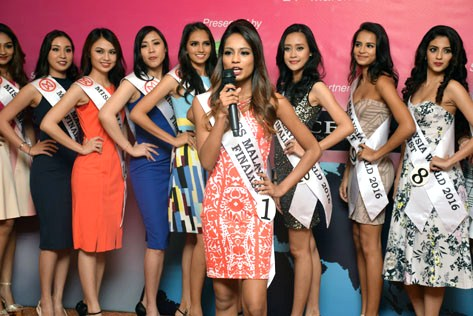 Contestant No. 1 Janani Baskaran introduced herself a finalist of Miss Malaysia World 2016.