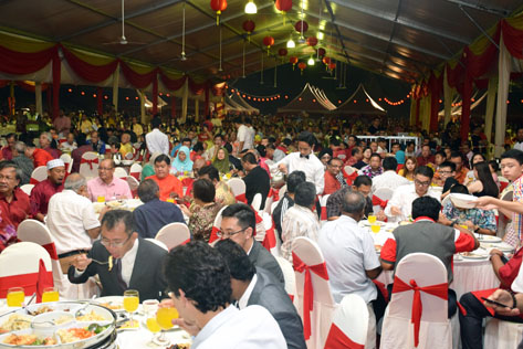 Guests at the Selangor state level CNY 2016 open house