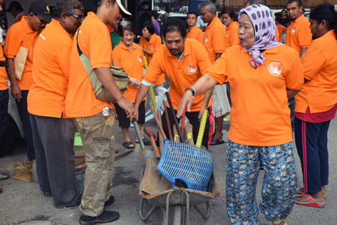 Residents participated in the gotong royong with brooms, dustpans, spades, garbage bags and wheel barrows to spruce up the surroundings