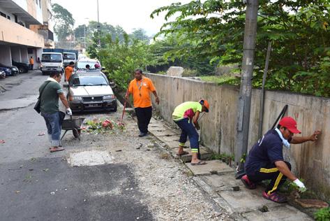Residents picking up rubbish at Damansara Bistari flats during the gotong-royong