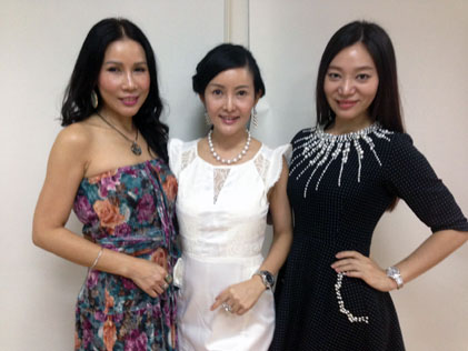 Three gorgeous ladies (L-R) Irene Wong, Isabelle Liow and Emily Tang