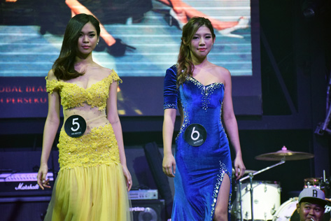 Florence Sze (left) and Carmen Yuen in their evening gown