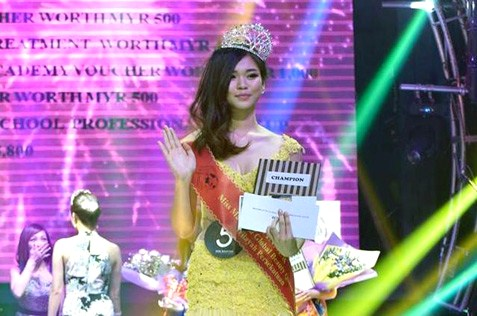 Florence Sze waved to the crowd after winning the Miss Malaysia Global Beauty Queen 2016 pageant KL Selection