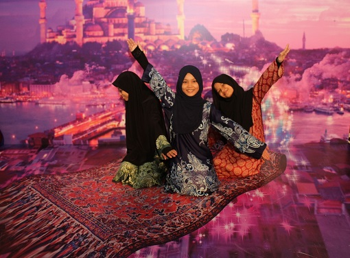 Kids from Badan Kebajikan Siti Khadijah playing around with the realistic 3D art display and props of various Middle Eastern backdrops at eCurve.