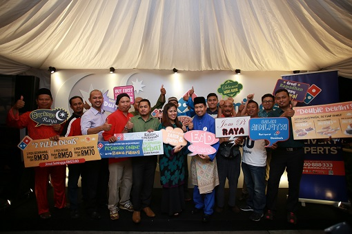 Shamsul Amree and Linda Hassan along with the ones whom have played a crucial role in maintaining the cleanliness of the public cities and streets having fun posing with Domino's props