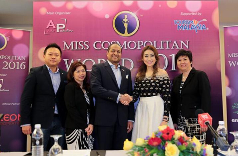 Amelia Liew and Dato Daljit Singh exchange a handshake during the Miss Cosmopolitan World 2016 press conference in Kuala Lumpur