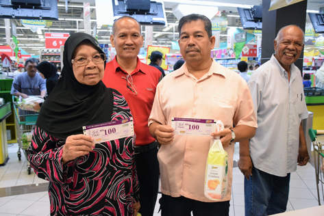 Needy families received Jom Shopping vouchers worth RM100 each to buy necessities for the coming Hari Raya festive season
