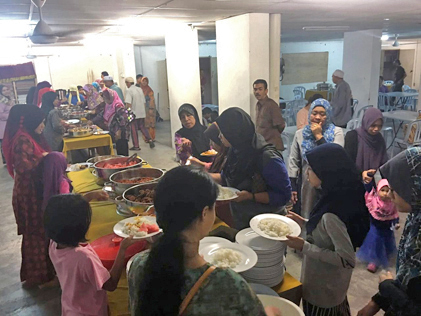 Residents enjoyed the camaradie at the buka puasa event.