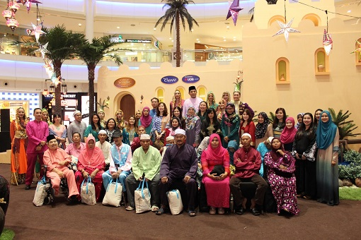 the Curve Management team together with special guests from Rumah Jagaan Orang Tua Al Ikhlas at the Curve's CSR event.