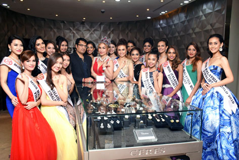 Dato Sri Navneet and Dato Anna Lin (centre, wearing the million-dollar crown) and all the 19 finalists of Miss Malaysia World 2016 after the unveiling of the masterpiece