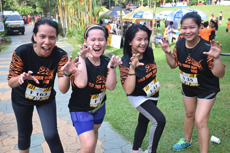 L-R MC Tan, Joanne Chew, Jes Rajendra and Pettonella John ready to go at Wild Tiger Run 2016