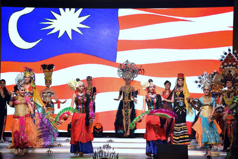 MGIM 2016 finalists wearing their own interpretation of Malaysia's national costumes