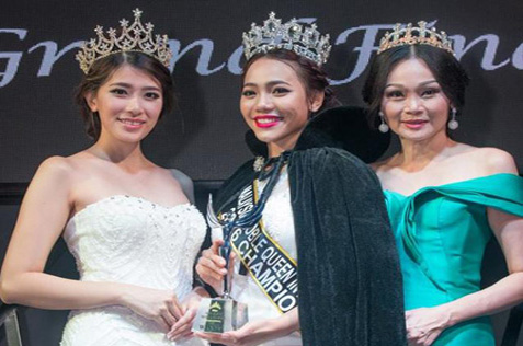 Newly crowned Miss Malaysia Noble Queen International 2016 Nina Kho (centre) posing with Miss Asia Noble Queen International 2015 Elie Ng (left)Mrs Asia Noble Queen International 2015 Jan Sit (right) and