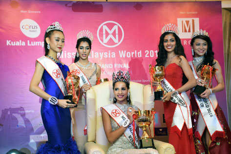 Newly crowned Miss Malaysia World 2016 Tatiana Kumar (sitting). Flanking her are (L-R) Francisca Luhong James, Shweta Sekhon, Dr. Ranmeet Jassal and Jessica Lim