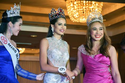 Tatiana Kumar being congratulated by Miss Malaysia World 2016 national director Dato Anna Lin
