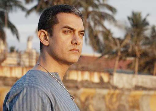 Arun (Aamir Khan) as a lonely, introvert, divorced painter in Dhobi Ghat