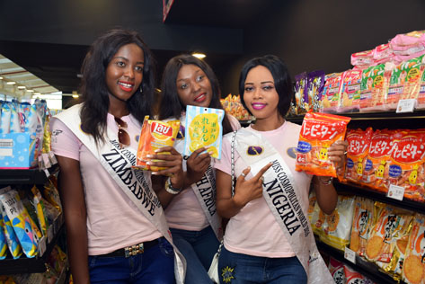 Miss Cosmopolitan World (MCW) Zimbabwe 2016 - Letwin Tiwaringe (left), MCW South Africa 2016 - Tshegofatso Matlou (centre) and MCW Nigeria 2016 - Judith Utomi (right)