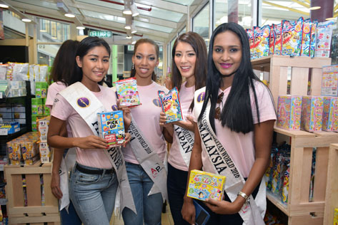 Miss Cosmopolitan World Malaysia 2016 Devi Rani (right) with (L-R) MCW Philippines Asmen Razul, MCW USA Kiana Harris and MCW Japan Maria Kamiyama