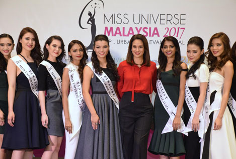 Miss Universe Malaysia 2017 finalists strike a pose with Miss Universe Malaysia Organisation national director Elaine Daly (centre, in red shirt)