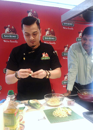an Remo Brand Ambassador chef Dato Fazley Yaakob whips up the Spaghetti Lemak Bungkus at the cooking demonstration