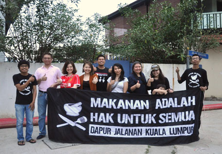 The Curve management team together with coordinators of Dapur Jalanan Kuala Lumpur after distributing food to the needy