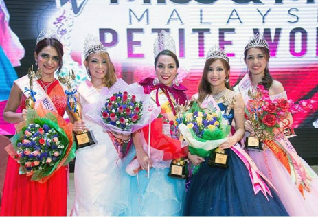 Top 5 Miss Malaysia Petite World 2016 - Joanne Dayang (centre) poses with 3rd runner-up Shakila Saiful, 1st runner-up Nicole Erza Kurenai, 2nd runner-up Ee Von and 4th runner-up Danise Cheah