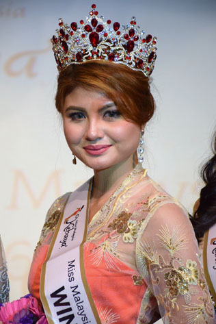 Amy Nur Tinie, newly crowned winner of the Miss & Mrs Malaysia Kebaya 2016 pagent