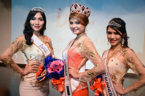 Amy (centre) is flanked by first runner-up Icha Aneesa (left) and second runner-up Verselle Yong (right)