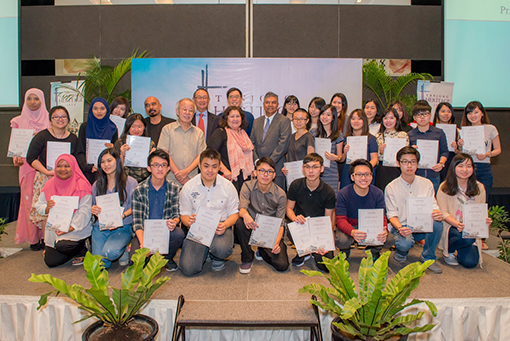 Winners of the Tanjong Heritage 2016 National Level Art Competition joined by Tanjong plc senior officials and members of the distinguished panel of judges.