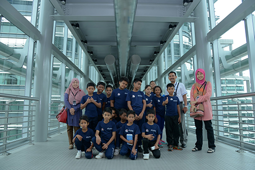 Students and teachers of SKBL at the iconic Twin Towers Skybridge.