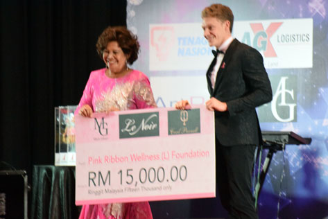 Pink Ribbon Wellness Foundation patron Puan Sri Maniseh Adam received a RM 15,000 donation from professional racing driver Mitch Gilbert.