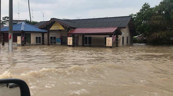 Batu Pahat dilanda banjir kilat