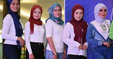 Petite ladies audition for Kebaya pageant queen