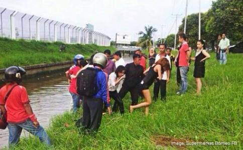 Driver lost control, car submerged in monsoon drain near